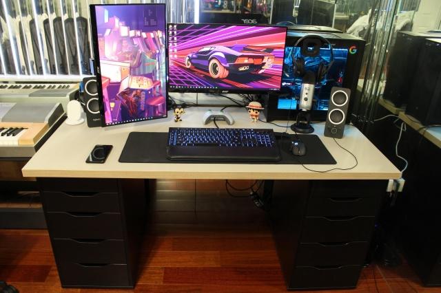 PC_Desk_142_83.jpg