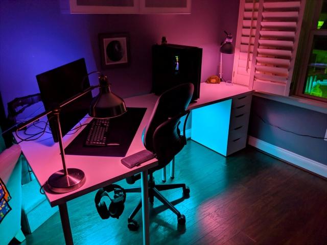 PC_Desk_143_07.jpg