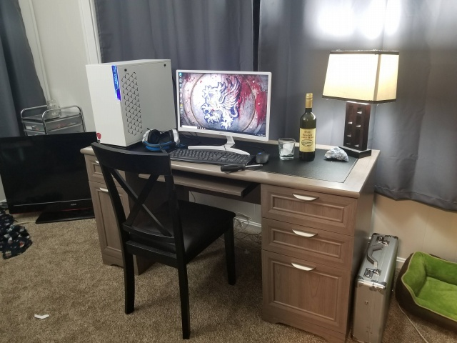 PC_Desk_143_10.jpg
