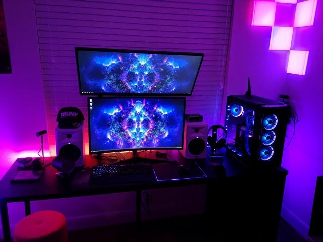 PC_Desk_143_19.jpg