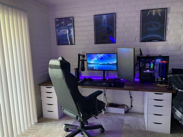 PC_Desk_143_28.jpg