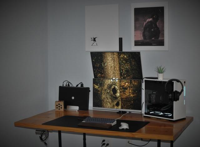 PC_Desk_143_59.jpg