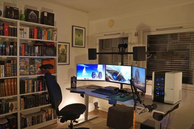 PC_Desk_143_72.jpg