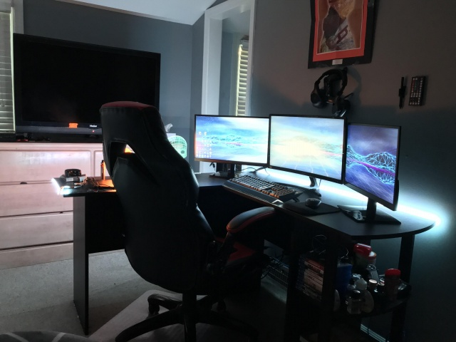 PC_Desk_143_95.jpg