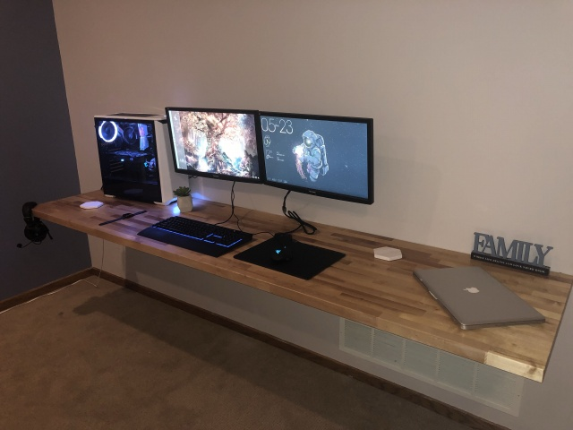 PC_Desk_143_97.jpg