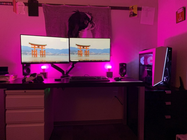PC_Desk_144_02.jpg