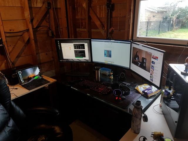 PC_Desk_144_05.jpg