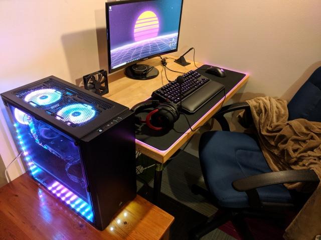 PC_Desk_144_06.jpg
