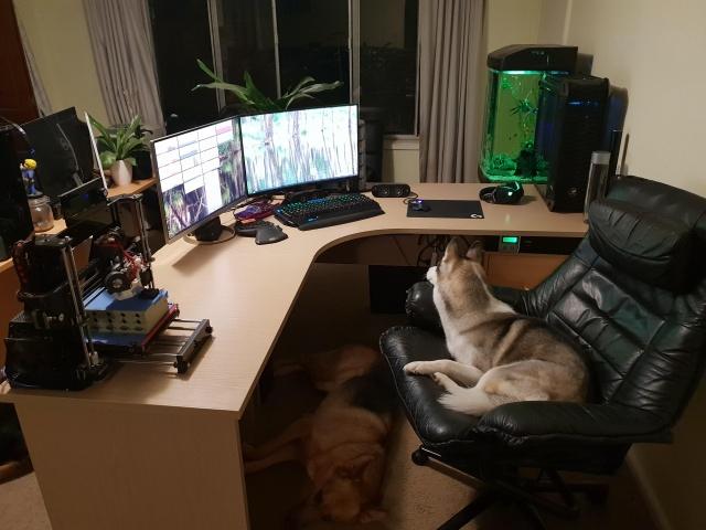 PC_Desk_144_11.jpg