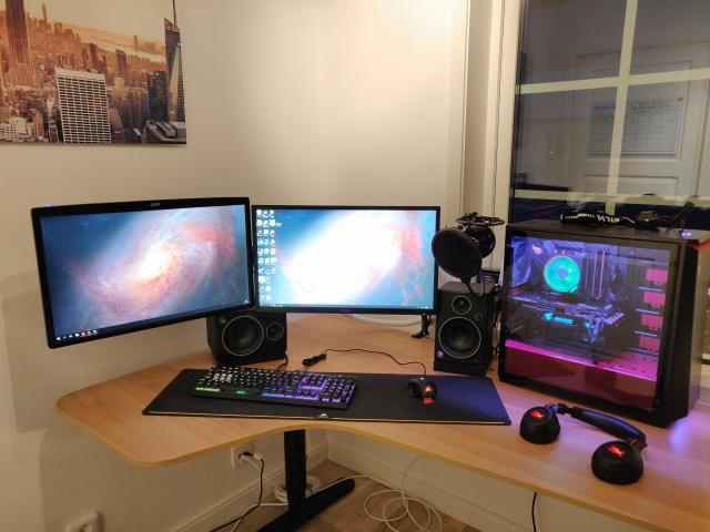 PC_Desk_144_17.jpg