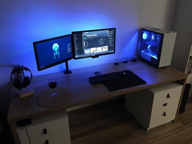 PC_Desk_144_19.jpg