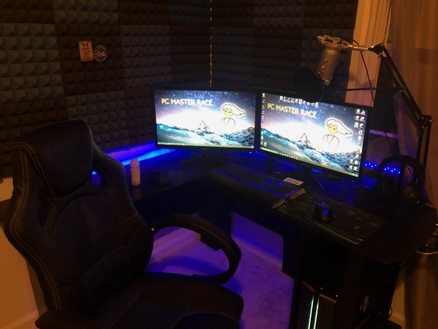 PC_Desk_144_22.jpg