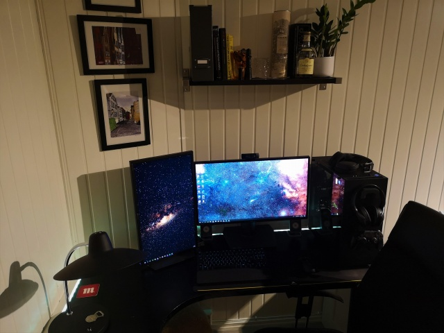 PC_Desk_144_31.jpg