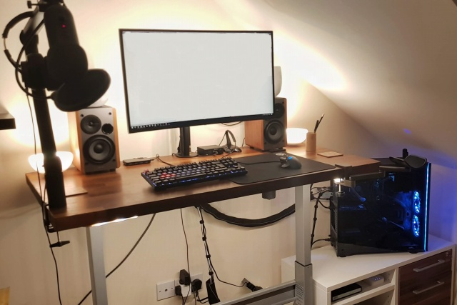 PC_Desk_144_35.jpg