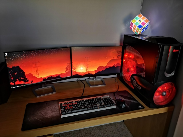 PC_Desk_144_42.jpg