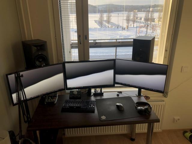 PC_Desk_144_43.jpg