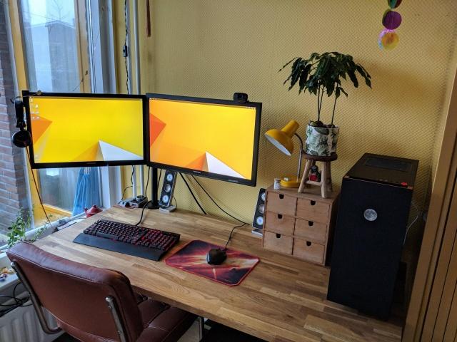 PC_Desk_144_51.jpg