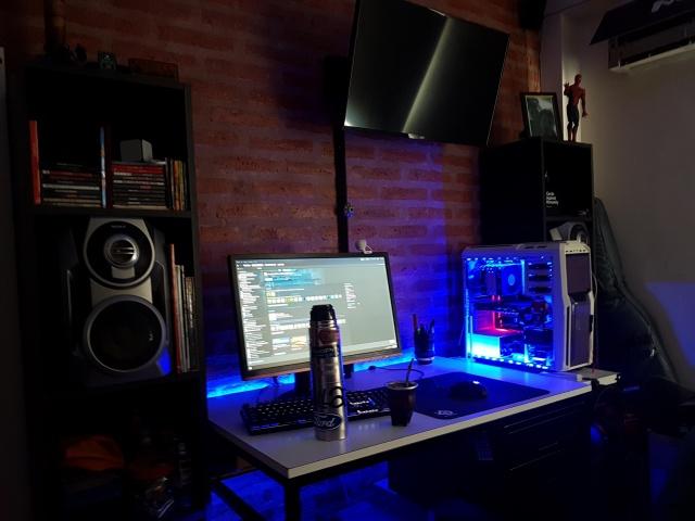 PC_Desk_144_61.jpg