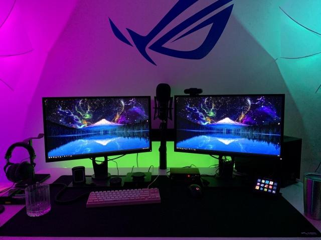 PC_Desk_145_12.jpg