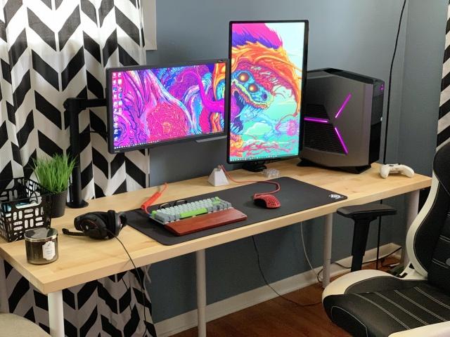 PC_Desk_145_13.jpg