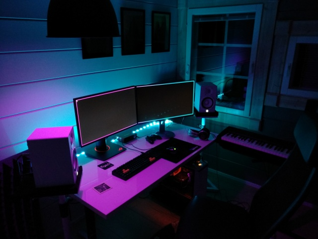 PC_Desk_145_17.jpg
