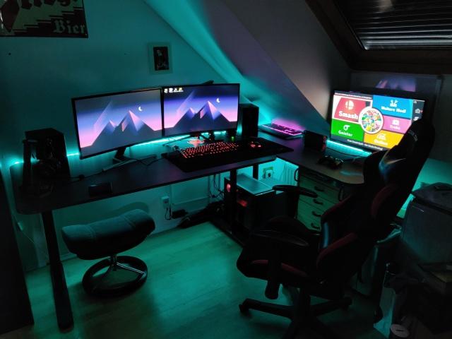 PC_Desk_145_29.jpg