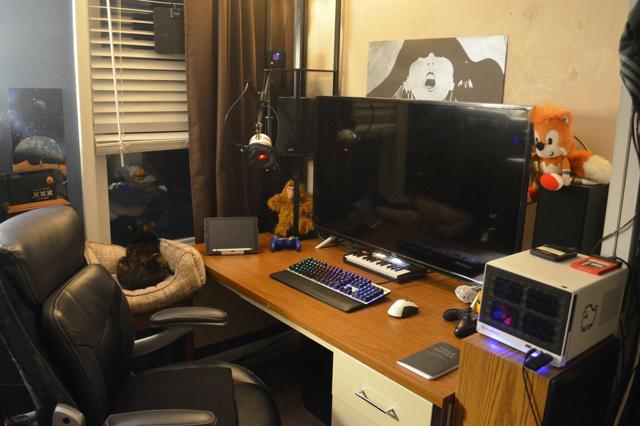 PC_Desk_145_67.jpg