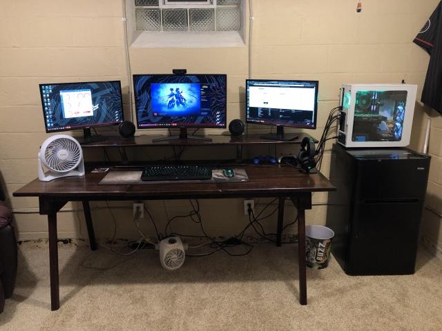 PC_Desk_145_70.jpg