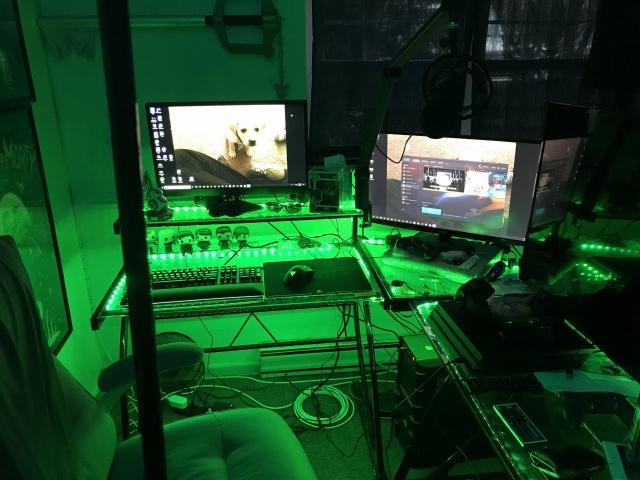 PC_Desk_145_87.jpg