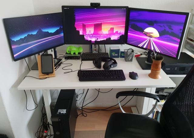 PC_Desk_146_04.jpg