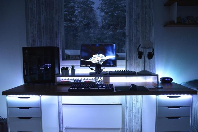 PC_Desk_146_06.jpg