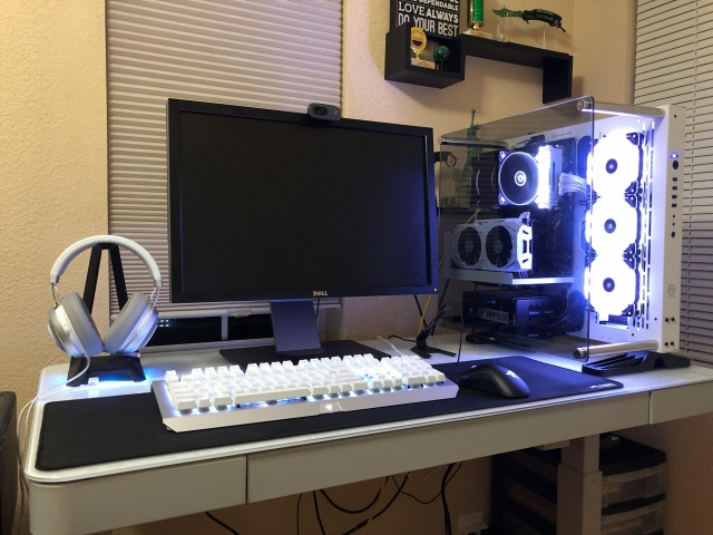 PC_Desk_146_08.jpg