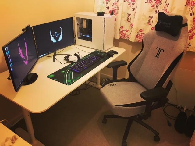 PC_Desk_146_12.jpg
