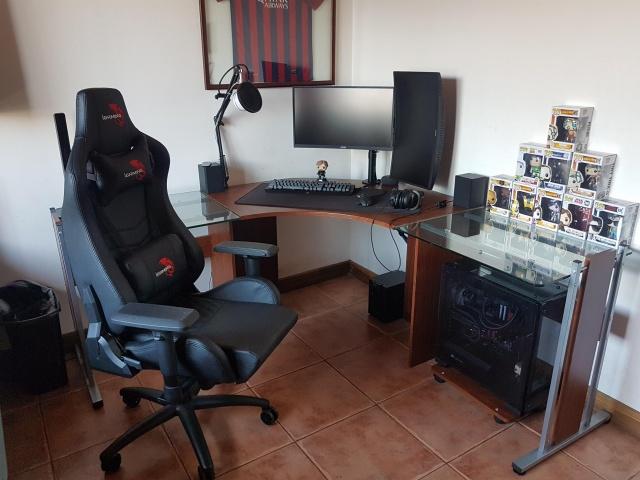 PC_Desk_146_39.jpg
