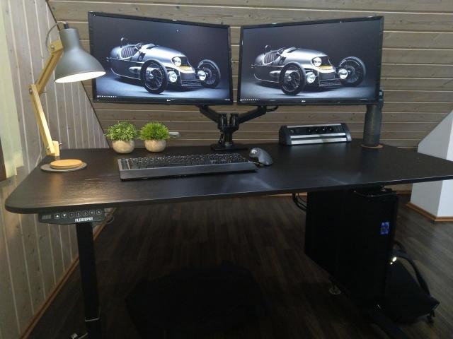 PC_Desk_146_73.jpg