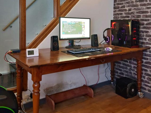 PC_Desk_146_84.jpg