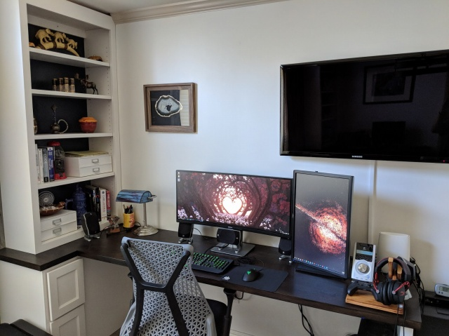PC_Desk_UltlaWideMonitor36_06.jpg