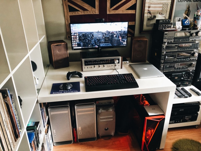 PC_Desk_UltlaWideMonitor36_10.jpg