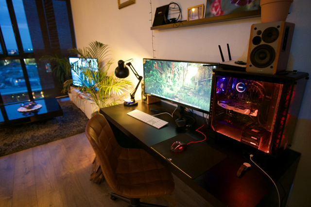 PC_Desk_UltlaWideMonitor36_11.jpg
