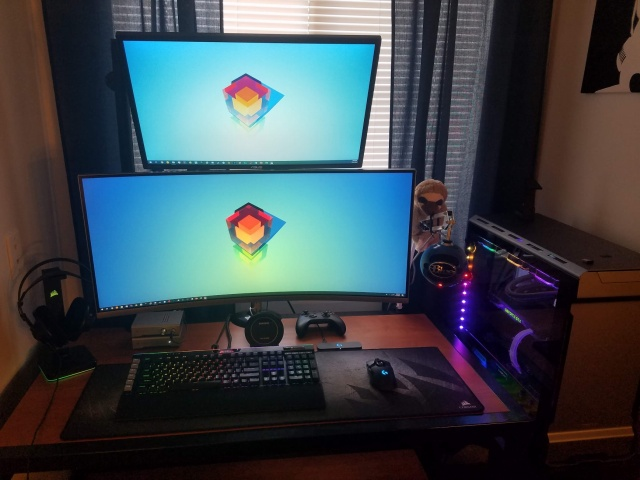 PC_Desk_UltlaWideMonitor36_36.jpg