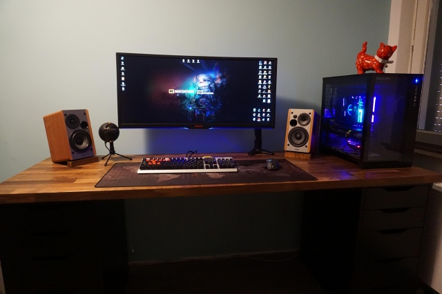PC_Desk_UltlaWideMonitor36_75.jpg