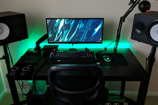 PC_Desk_UltlaWideMonitor36_93.jpg