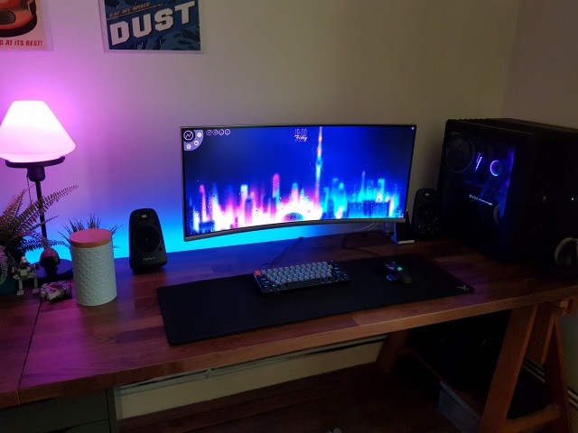 PC_Desk_UltlaWideMonitor36_97.jpg