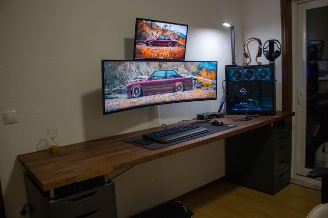 PC_Desk_UltlaWideMonitor37_01.jpg