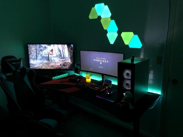 PC_Desk_UltlaWideMonitor37_04.jpg