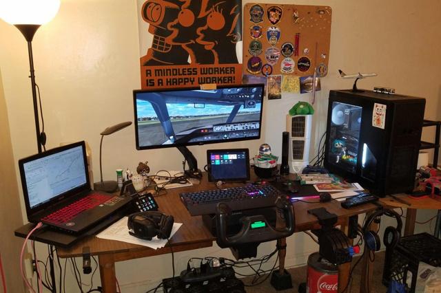 PC_Desk_UltlaWideMonitor37_05.jpg