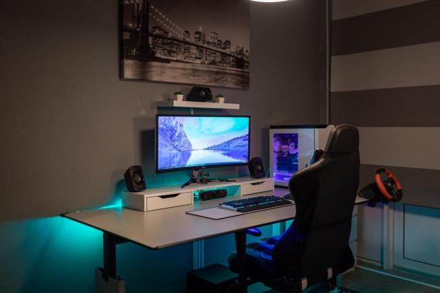 PC_Desk_UltlaWideMonitor37_07.jpg