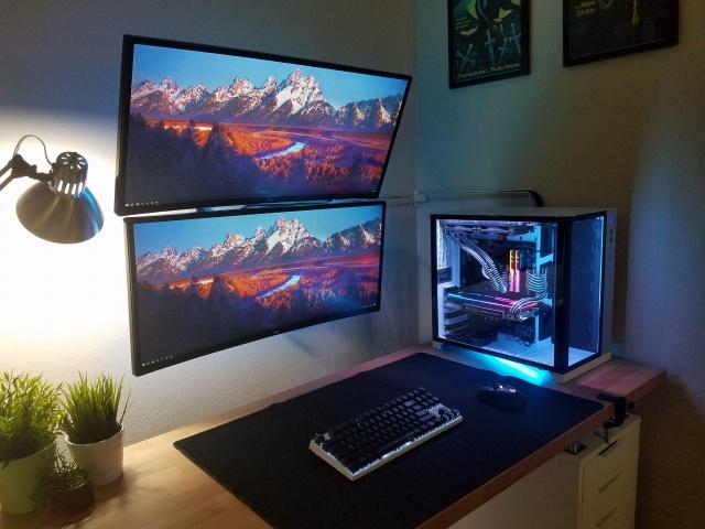 PC_Desk_UltlaWideMonitor37_100.jpg