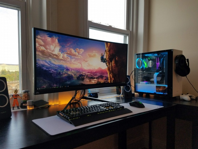 PC_Desk_UltlaWideMonitor37_21.jpg