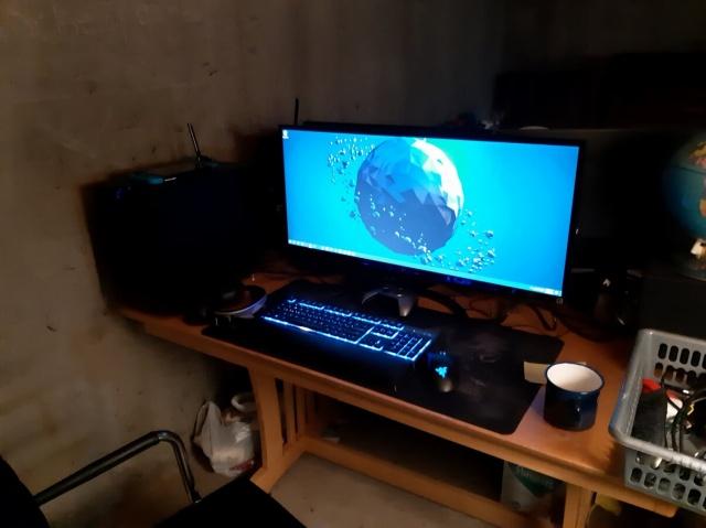 PC_Desk_UltlaWideMonitor37_23.jpg